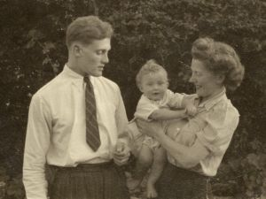 Henry James Lincoln ('Harry'), wife Edna and son Stephen.